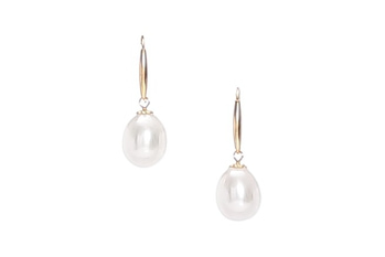 Fresh water pearls in drop shape set in gold