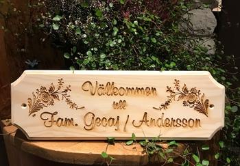 Door sign in pine