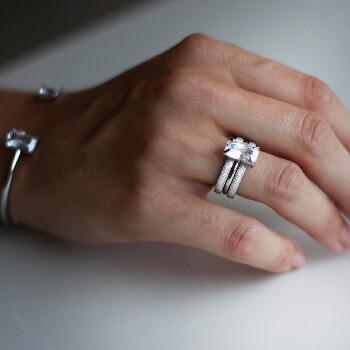 1 - Klassisk solitärring i stål med stor zirconia diamant | Staplingsbar vigselring dam - Vigselringar förlovningsringar | C Stockholm på guldfynd / Edblad