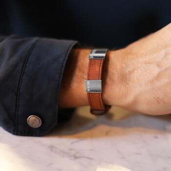 1 - Brunt läderarmband med gravyr älskad man - armband läder för herr | C Stockholm romantisk present till honom pojkvän